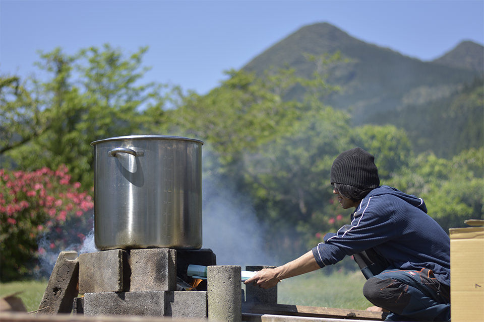 ダイナミックラボ、薬草茶を煮る