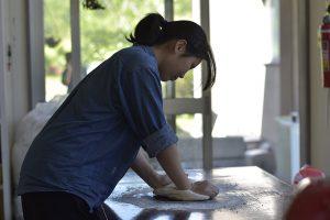 ダイナミックラボ、自作ピザ窯でピザを焼く