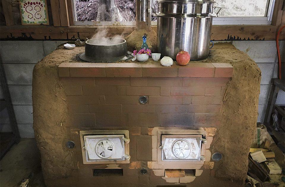 粘土をこねて、かまどを作ろう!
