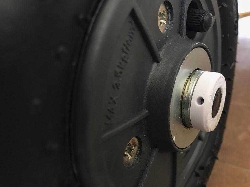 3Dプリンタを使ってラジオフライヤーに800円のエアタイヤを装着!オフロード車に改造だ