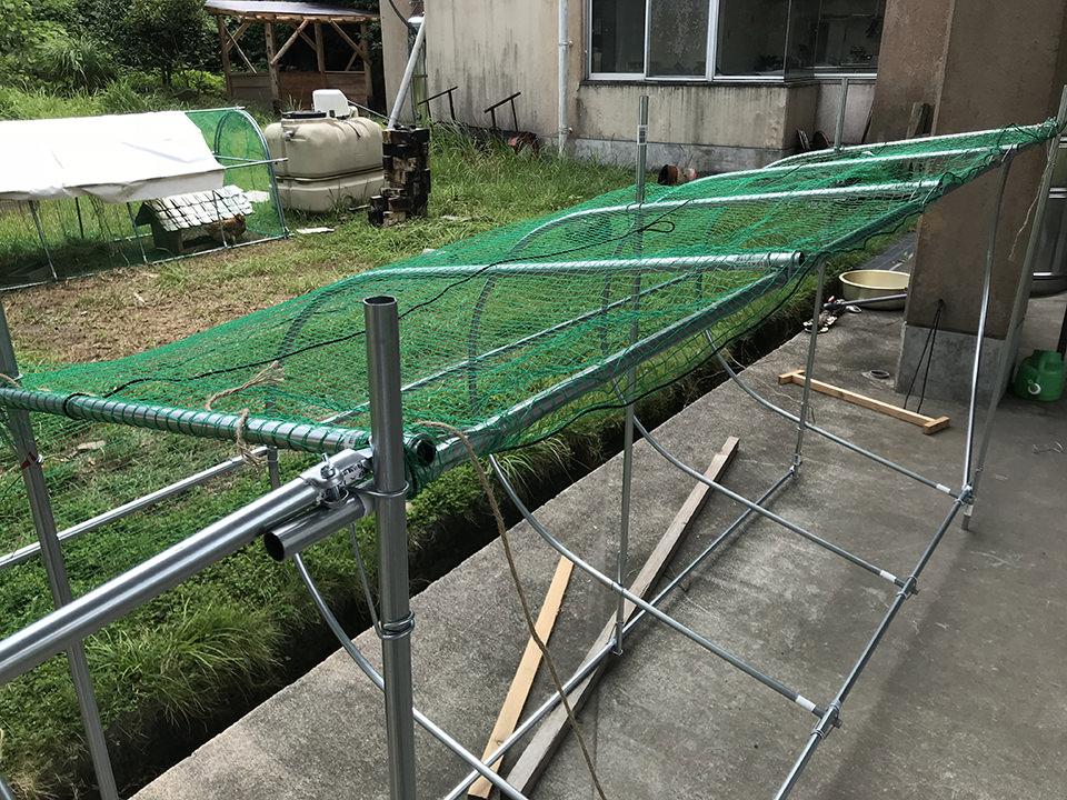 1日で作れる! 簡単・軽量な1万円のチキントラクターAir、完成! 網張り編