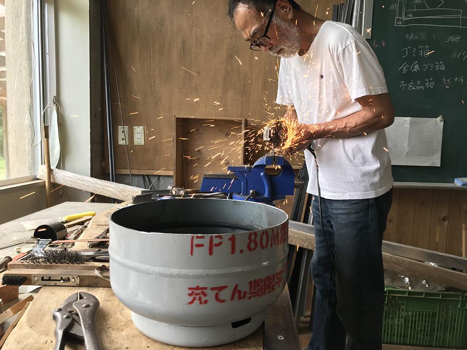 プロパンボンベを切って鋳造鍋を作る